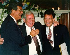 Howard Baker (center) greets Senators Trent Lott (left) and Tom Daschle (right)