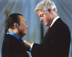 Daniel Inouye receives the Congressional Medal of Honor